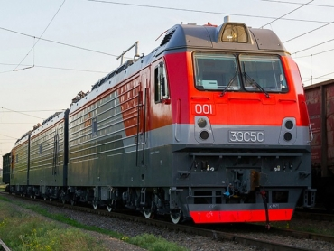 3ES5S electric freight locomotive on test